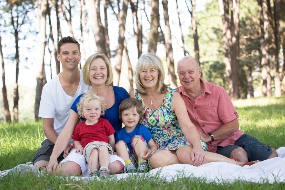 homeslider-family-portrait-centennial-park_2
